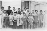 Lower Nanum School and pupils, Kittitas County, Washington, 1919