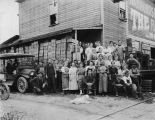 Kale Canning Company, group portrait, 1922