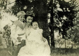 Walter, Ottilie, and Mari Brattain, Spokane, Washington, circa 1909