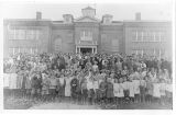 Lind Elementary and High School students and faculty, Lind, Washington, 1915