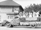 Labor Day Parade, Cle Elum, Washington, ladies on float, 1938