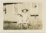 Bobbie Murray and Katherine Murray as very young children