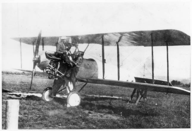 Ellensburg Airport, repairing Swallow biplane, Kittitas